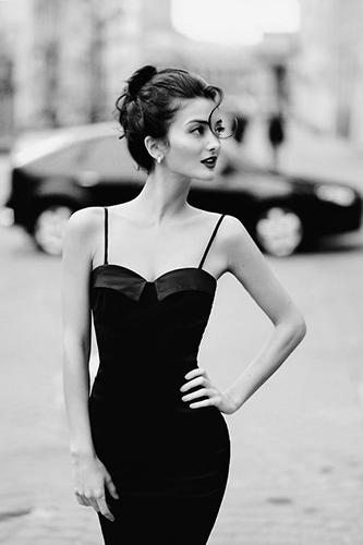 45fa365635497 my body shape woman in black dress - A Beautiful Body Shape